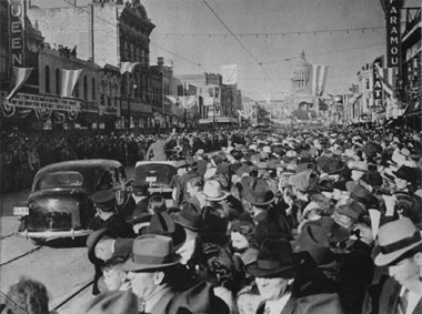 A view up Congress Avenue during the W. Lee 'Pappy' O'Daniel inauguration.